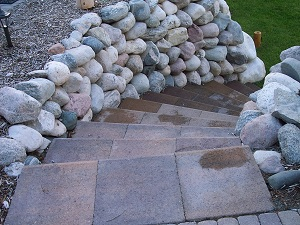 Michigan Boulder Wall with paver steps