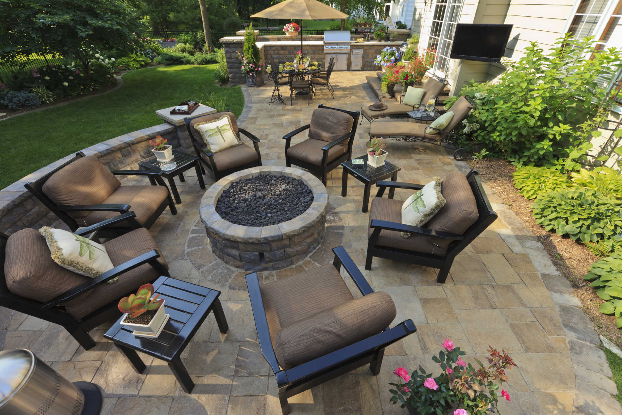 custom designed hardscapes from twin oaks