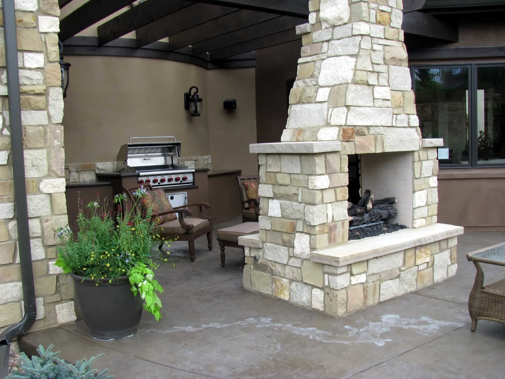 Seasonal uses for an outdoor fireplace for Fireplace and bbq