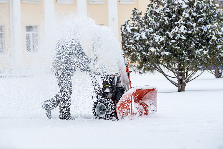 Snow-removal work with a snow blower in Ann Arbor MI
