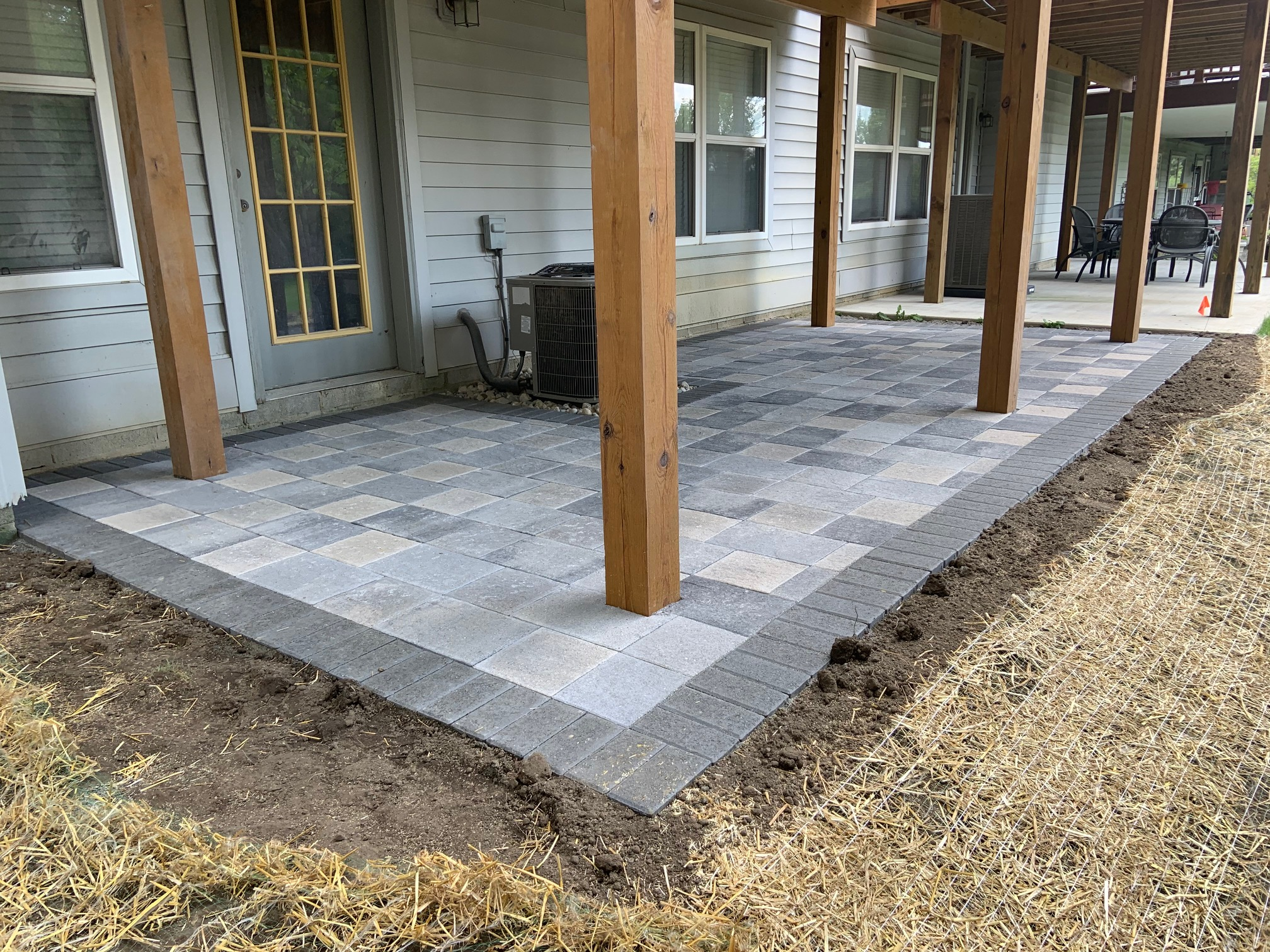 Paver patio by Twin Oaks Landscape